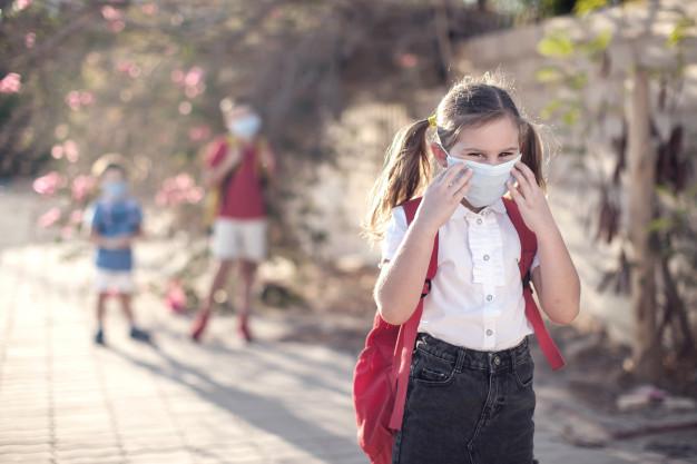 Los pediatras recomiendan clases al aire libre, siempre que sea posible, mientras dure la pandemia de Covid-19